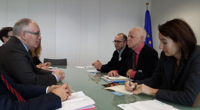 The EFJ delegation (on the right) including General Secretary Ricardo Gutierrez, President Mogens Blicher Bjerrregård, Director Renate Schroeder met with the European Commission First Vice-President Frans Timmermans and his cabinet. © EFJ