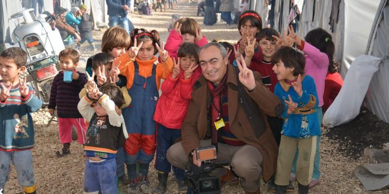Mehmet met kinderen van Kobae