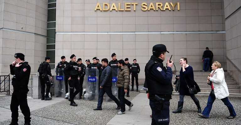 Turkish riot police take position on March 31, 2015 in Istanbul in front of the courthouse where a Turkish prosecutor, probing the politically sensitive death of an anti-government protester, was taken hostage by an armed group, the Dogan news agency reported. Mehmet Selim Kiraz was investigating the killing of Berkin Elvan, who died in March 2014 after spending 269 days in a coma due to injuries inflicted by police in the mass protests of early summer 2013.                                AFP PHOTO / OZAN KOSE