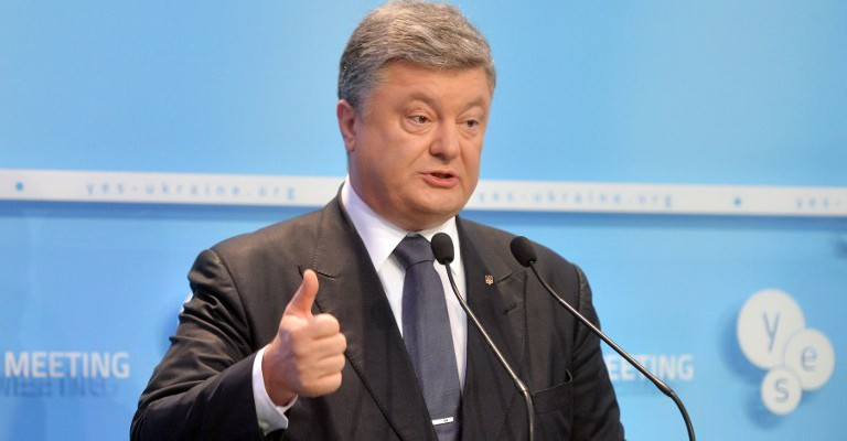 """Ukrainian President Petro Poroshenko delivers a speech during 12th Yalta Annual Meeting (YES) in Kiev on September 11, 2015. Poroshenko accused Russia today of challenging the """"entire democratic world"""" by annexing Crimea and allegedly arming separatist rebels in the east of his ex-Soviet state. AFP PHOTO/GENYA SAVILOV"""