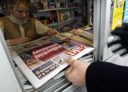 "A man buys a copy of the new Polish daily ""Fakt"" published by the German media group, Axel Springer Poland in downtown Warsaw, 23 October 2003. ""Fakt"" aims to be the equivalent of Germany's ""Bild"" and will publish 700,000 copies daily, the highest figure of all the news dailies published in Poland.   AFP PHOTO JANEK SKARZYNSKI / AFP / JANEK SKARZYNSKI"