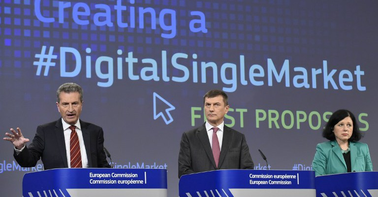 (L-R) EU Commissioner of Digital Economy and Society Gunther Oettinger, Vice - President of Digital Single Market Andrus Ansip and EU Commissioner of Justice, Consumers and Gender Equality Vera Jourova adress a joint press conference on the subject of a Creating Digital Single Market at the EU headquarters in Brussels on December 9, 2015.  The commission proposes modern digital contract rules to simplify and promote access to digital content and online sales across the EU.   / AFP / JOHN THYS