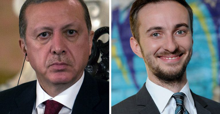(FILES) This combo made with file pictures shows Turkish President Recep Tayyip Erdogan (L) in Lima on February 2, 2016 and German TV comedian Jan Böhmermann on February 22, 2012 in Berlin.  German Chancellor Angela Merkel on April 15, 2016 authorised a Turkish demand for criminal proceedings against Boehmermann over a crude satirical poem about President Recep Tayyip Erdogan in a bitter row over free speech. / AFP PHOTO / dpa AND AFP PHOTO / Britta PEDERSEN AND SEBASTIAN CASTAÑEDA / Germany OUT